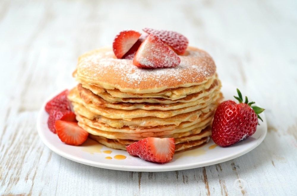 To sell like hotcakes (hot cakes) — английская идиома